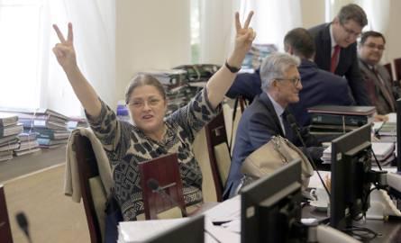 Krystyna Pawłowicz odchodzi z polityki. W PiS zaskoczenie, opozycja wietrzy spisek
