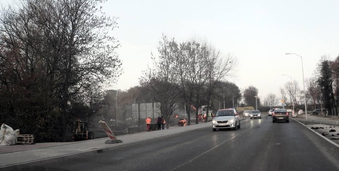 Całe nowo wybudowane rondo u zbiegu ulic Gdańskiej, Gdyńskiej, Wiśniowej, Morskiej i Szosy Maszewskiej jest przejezdne. Roboty wykończeniowe toczą się