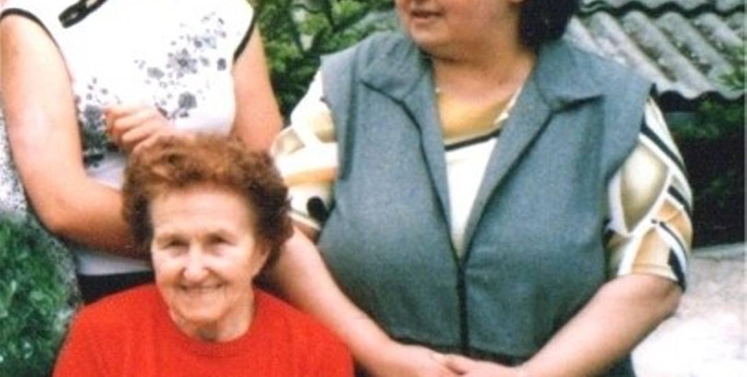 Pani Wiktoria adoptowała Grażynę Depczyńską (po prawej) jak była niemowlakiem. Na zdj: z przybraną wnuczką Natalią