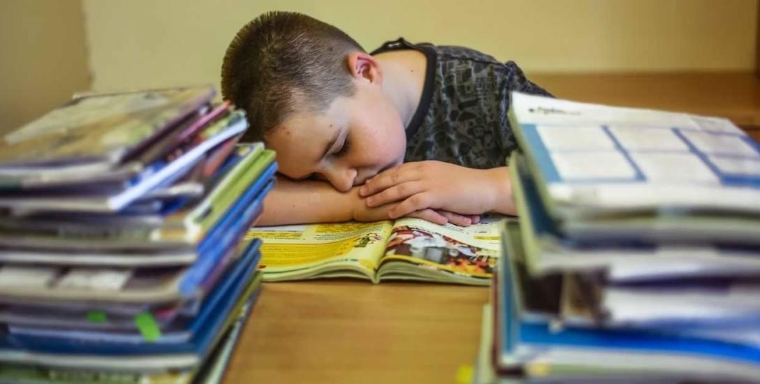 Uczniowie są zbyt obciążani Zadaniami Domowymi. Rodzice twierdzą, że po reformie ich dzieci nie mają już czasu na nic.