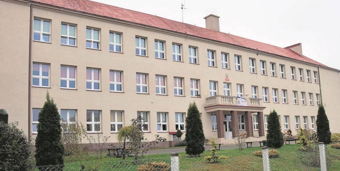 Obecna Szkoła Podstawowa w Barwicach, wkrótce zapewne SP 1 . SP 2 powstanie z gimnazjum
