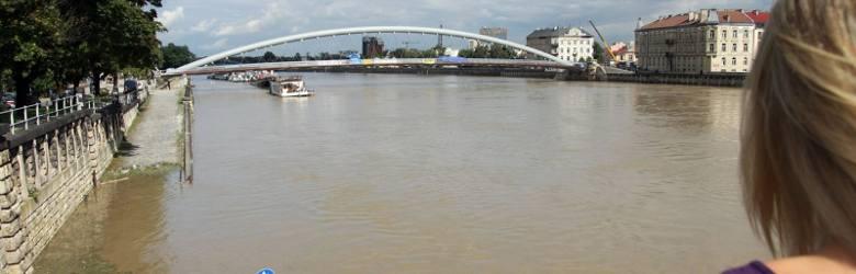 Powódź roku 2010. Zagrożona była również kładka Bernatka.