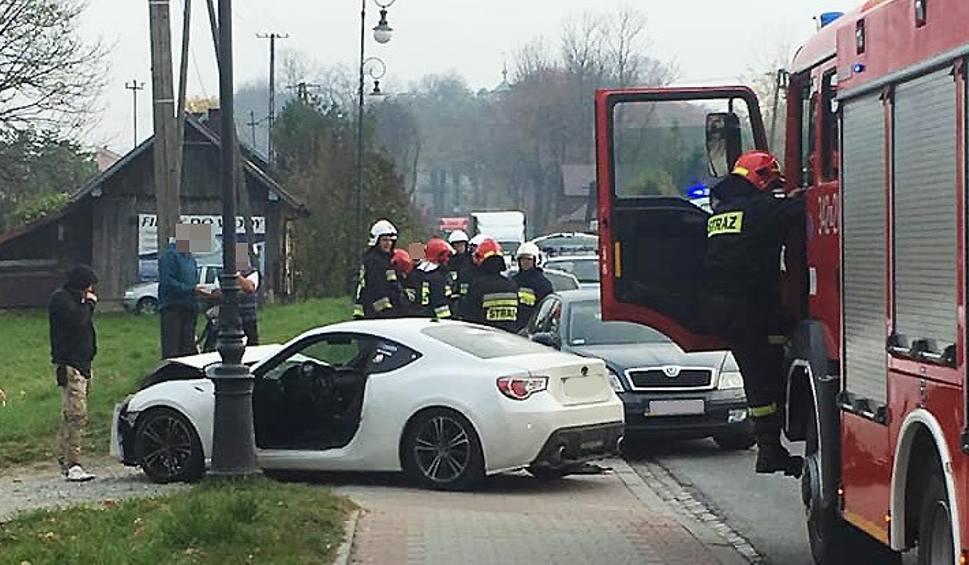 Film do artykułu: Wypadek w Nawojowej na DK 75. Ranny kierowca w szpitalu