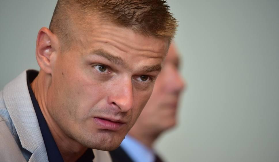 Film do artykułu: UWAGA! TVN: Kto odpowiada za to, że Tomasz Komenda spędził 18 lat w więzieniu? Matka: Negatywną rolę odegrali adwokat i dawna sąsiadka