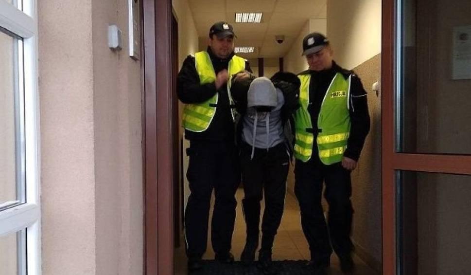Film do artykułu: Łęczna. Trzech mężczyzn rzuciło się na interweniujących funkcjonariuszy policji