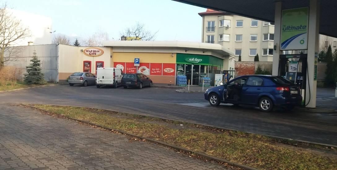 Napad na policjantów po służbie. Bójka na stacji benzynowej w rejonie ronda Solidarności