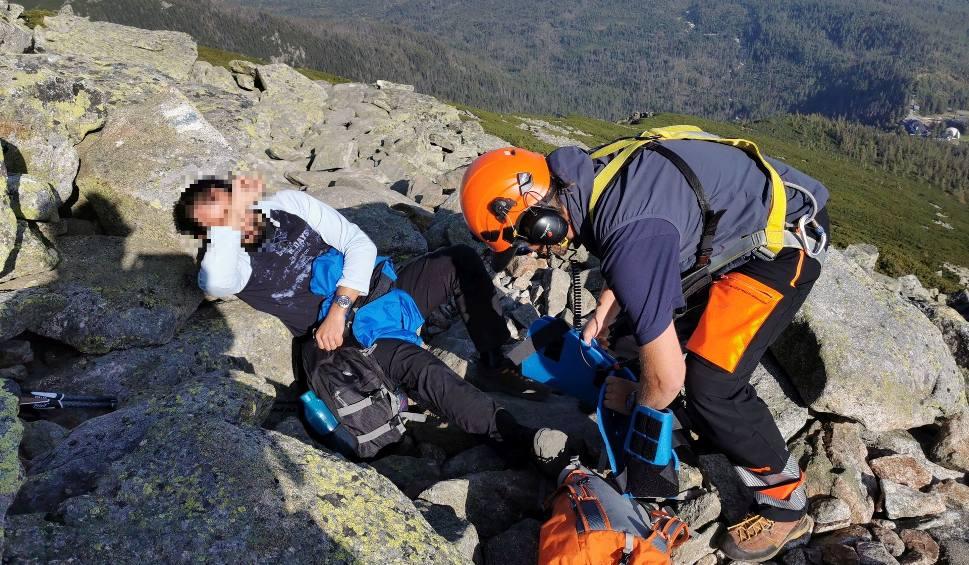 Film do artykułu: Śląski turysta pomógł Słowakowi w Tatrach. Potrzebny był śmigłowiec ratunkowy. O czym należy pamiętać, gdy wybieramy się w góry?