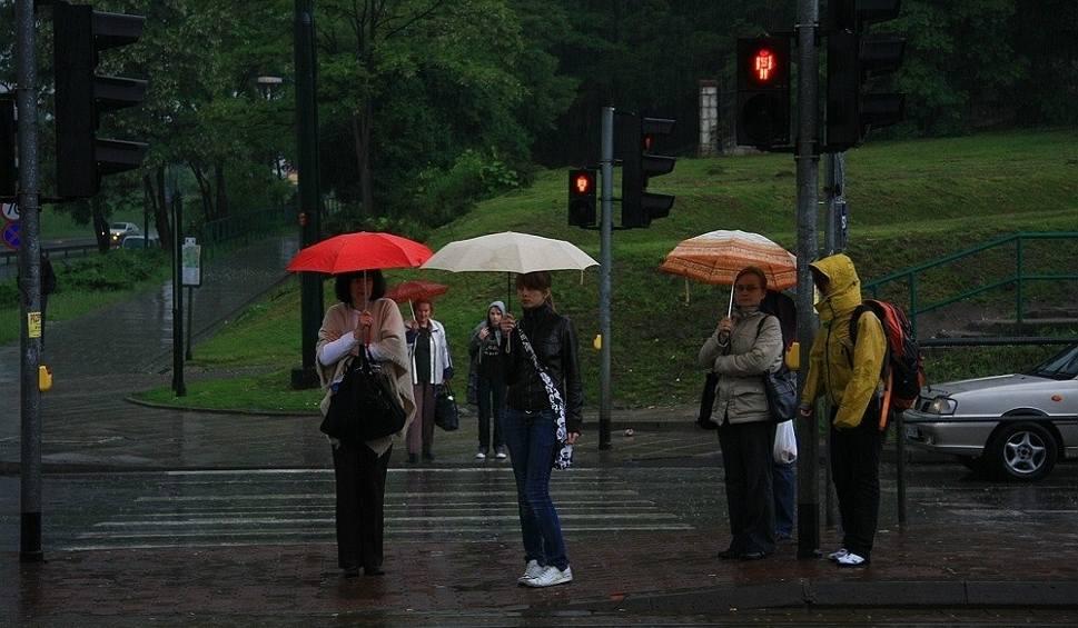 Film do artykułu: Prognoza pogody dla woj. lubelskiego: Synoptycy ostrzegają przed ulewami i burzami. Kiedy poprawa pogody?