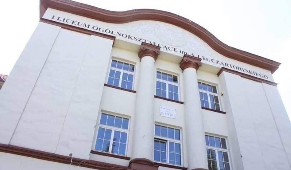 Film do artykułu: Nauczyciele bronią dyrektorki I Liceum Ogólnokształcącego w Puławach