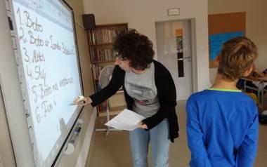 Szkoła Cogito, która mieści się przy ulicy Sierakowskiej cieszy się dużym zainteresowaniem rodziców, m.in. ze względu na program nauczania i założenia