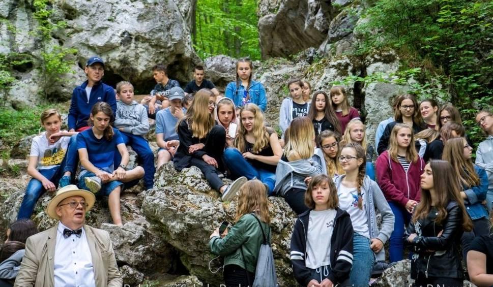 Film do artykułu: Uczniowie z Kozienic na zielonej szkole w Jurze Krakowsko – Częstochowskiej
