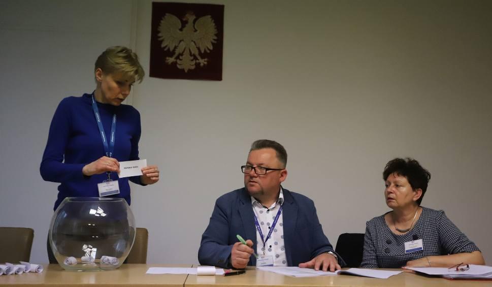 Film do artykułu: Wybory do Europarlamentu 2019. Mnóstwo chętnych do pracy w obwodowych komisjach wyborczych