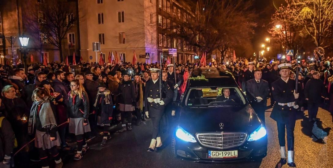 Kondukt żałobny i pożegnanie prezydenta w Bazylice Mariackiej 18.01.2019