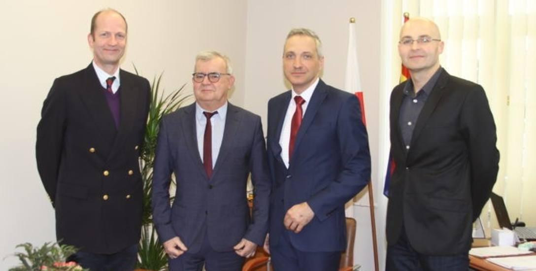 Burmistrz Żagania, Andrzej Katarzyniec wraz z zastępcą Sebastianem Kuleszą spotkali się z  przedstawicielami brytyjskiej ambasady w Warszawie.