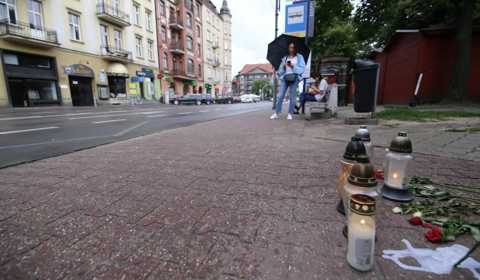 Film do artykułu: Śmierć 19-latki w Katowicach. Trwa zbiórka pomocowa dla dzieci kobiety, która zginęła pod kołami autobusu