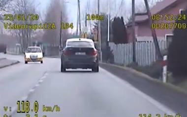 59-latek jechał bmw przez Charbielin w gminie Głuchołazy z prędkością 118 km/h. O 68 km/h za szybko.