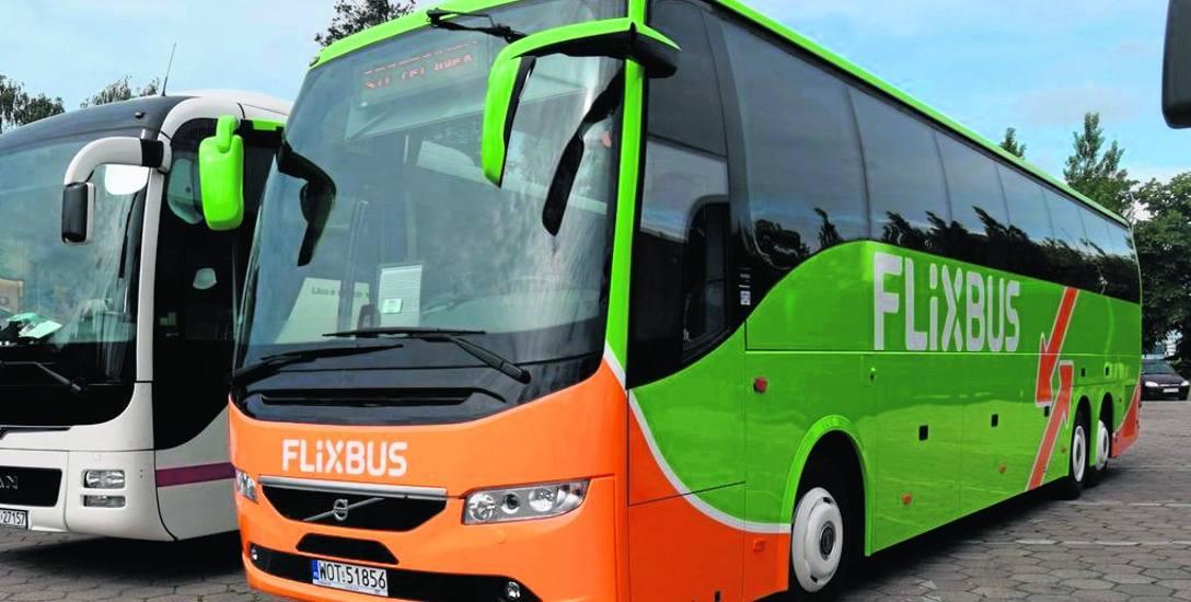 Ten autobus - w zielono-pomarańczowych barwach firmy Flixbus - wyleasingował szczecinecki PKS, specjalnie z myślą o linii Warszawa - Wiedeń
