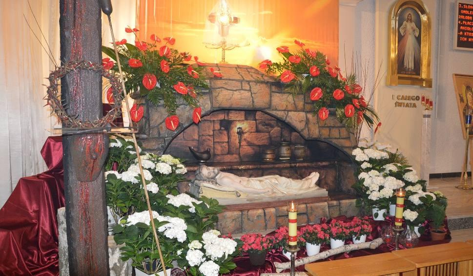 Film do artykułu: Wielki Piątek w Stalowej Woli - kapłan padł na posadzkę w geście pokutnym, adoracja Jezusa