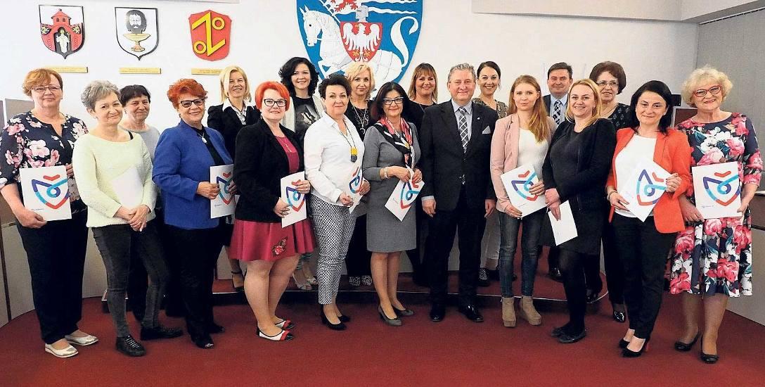 Członkinie Rady Kobiet odebrały wczoraj z rąk wiceprezydenta Koszalina Przemysława Krzyżanowskiego akty powołania