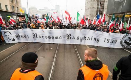 Na razie organizują marsze, ale młodzi narodowcy nie potrafią doczekać się chwili, gdy będą mogli przystąpić do legalnej zadymy w obronie ojczyzny, wiary