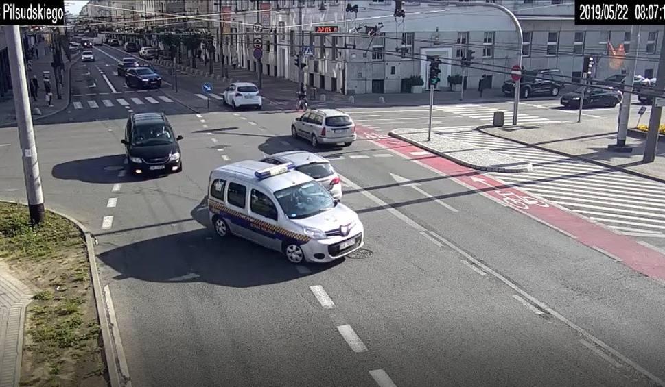 Film do artykułu: Eskorta Straży Miejskiej na gdyńską porodówkę! Niecodzienna interwencja pozwoliła przyszłym rodzicom bezpiecznie dotrzeć do szpitala w Gdyni