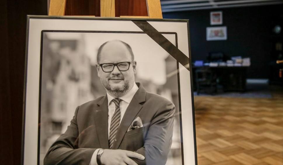 Film do artykułu: Na pogrzeb Pawła Adamowicza w Gdańsku przyjadą najważniejsi politycy, będzie prezydent Andrzej Duda. Kto weźmie udział w uroczystościach?