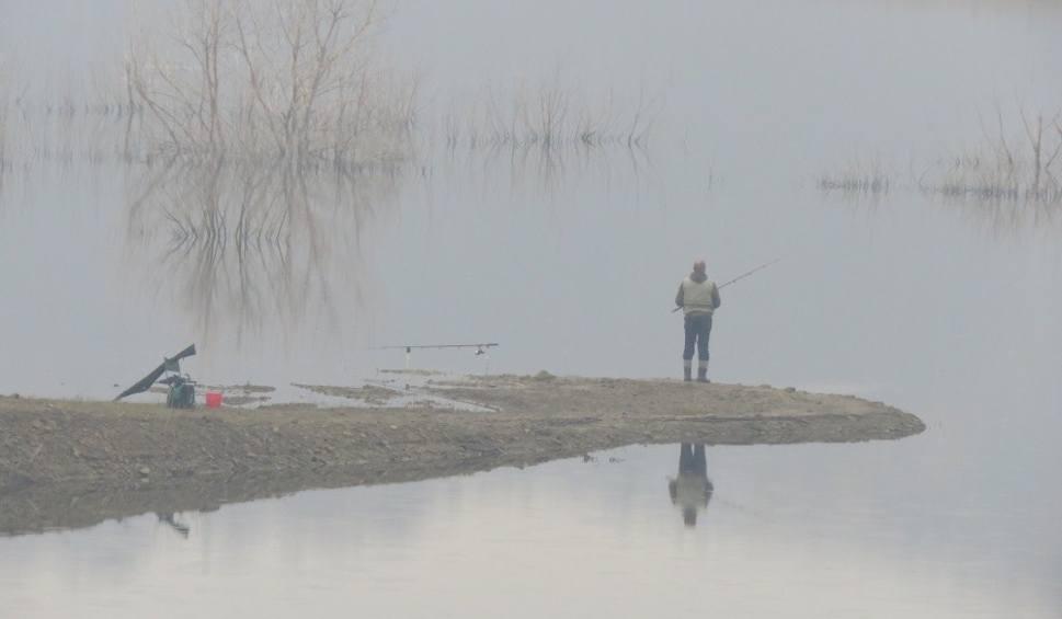 Film do artykułu: Nad Jezioro Mucharskie wrócili rybacy. Wody znów przybywa. Zobacz zdjęcia
