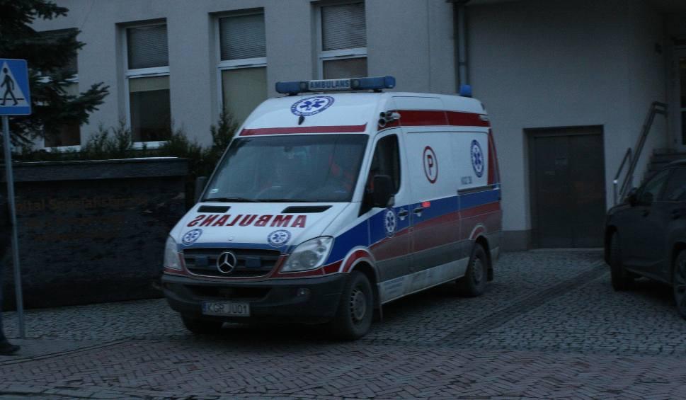 Film do artykułu: Łużna/Moszczenica. Trzy auta rozbite. Trzy osoby w szpitalu, w tym 2-letnie dziecko
