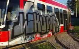 Częstochowa: Polowanie na wandali - zdewastowali Twista, ozdabiając go wątpliwej klasy graffiti