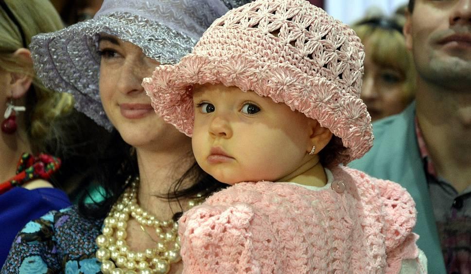 Film do artykułu: Zabrali mieszkańców Moszczenicy w fascynującą podróż po modowych trendach minionego stulecia
