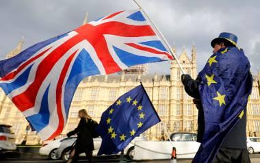 Brytyjska polityka pogrążyła się w chaosie. A już we wtorek ma się odbyć kluczowe głosowanie ws. umowy o Brexit