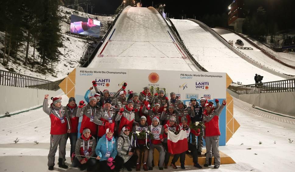 Film do artykułu: Skoki narciarskie Puchar Świata 2019/2020 terminarz. Kiedy konkursy w Lillehammer? Gdzie oglądać skoki? Kalendarz PŚ w skokach 2020 [12 03]