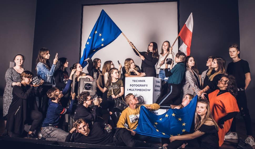 """Film do artykułu: Sukces uczniów bydgoskiego """"Chemika"""" w prestiżowym konkursie wiedzy o Unii Europejskiej"""