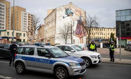 Aleja Piłsudskiego. Podlaska policja kontroluje kierowców. Pyta o cel podróży