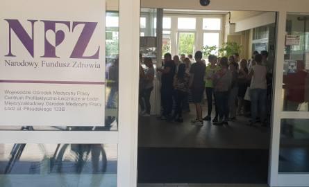 Specjalistyczna przychodnia przy ul. Piłsudskiego 133 B w Łodzi, w której kolejkę zauważyliśmy w piątkowy poranek
