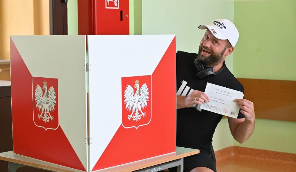 Film do artykułu: Karol Golonka z Kabaretu Skeczów Męczących, by zagłosować pędził do Kielc 1300 kilometrów! [WIDEO,ZDJĘCIA]