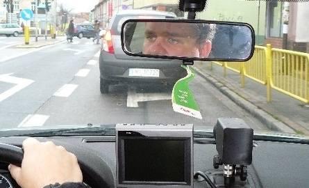 naszym autem kierował asp. Robert Czernianin z międzyrzeckiej ,,drogówki''. Mówił, ze najbardziej niebezpieczne na drogach są weekendy. A najmniej kolizji