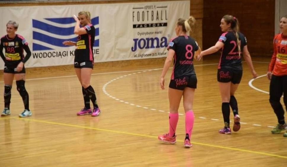 Film do artykułu: Korona Handball Kielce przegrała drugi mecz na memoriale Kowalczyka