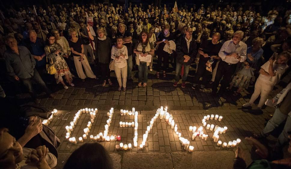 Film do artykułu: Ponad 200 osób protestowało przed sądem w Słupsku (wideo, zdjęcia)