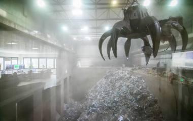Wiele samorządów, niekiedy drastycznie, podniosło cenę wywozu śmieci dla swoich mieszkańców. Inne gminy czekają z wprowadzeniem podwyżek do nowego r