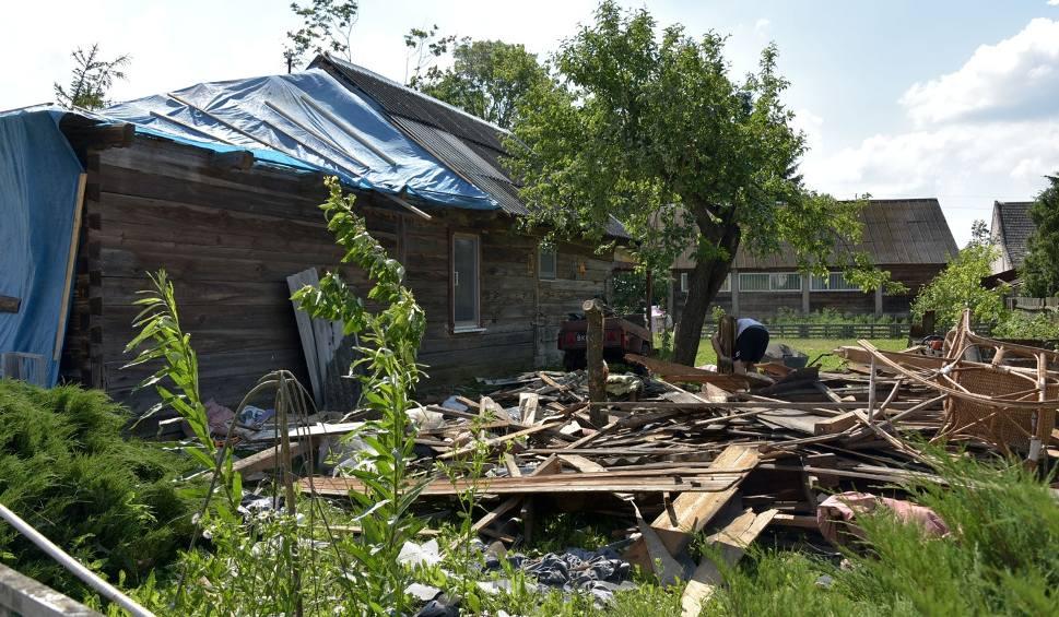Film do artykułu: Rostołty. Wieś wygląda jak po wybuchu bomby (zdjęcia, wideo)
