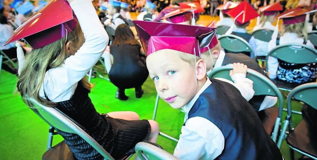 """Lawina wniosków rodziców, którzy mogą się starać o 300 zł na wyprawkę szkolną w ramach rządowego programu """"Dobry start"""""""