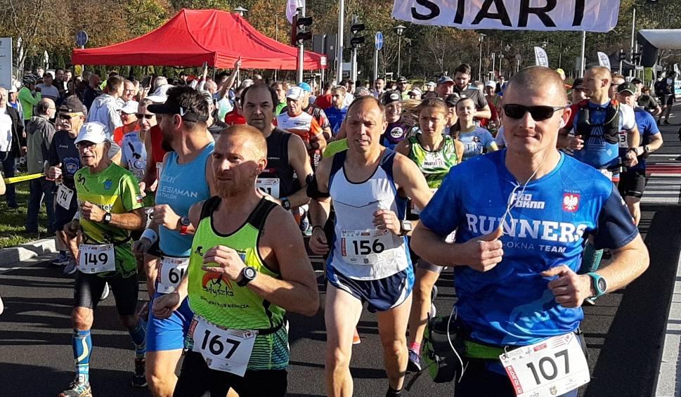 Film do artykułu: Maraton Odrzański w Kędzierzynie-Koźlu. Na starcie stanęło blisko 200 zawodników