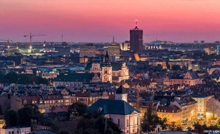 Dzięki zdjęciom zrobionym przez Dron.Aveos.pl możemy spojrzeć na Poznań z góry. Zobacz ratusz, stadion, katedrę, Maltę i inne znane obiekty w Poznaniu