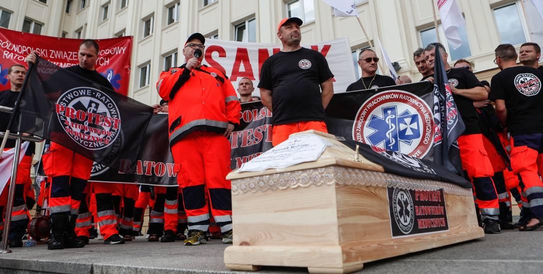 W połowie ubiegłego roku ratownicy medyczni protestowali w Rzeszowie.