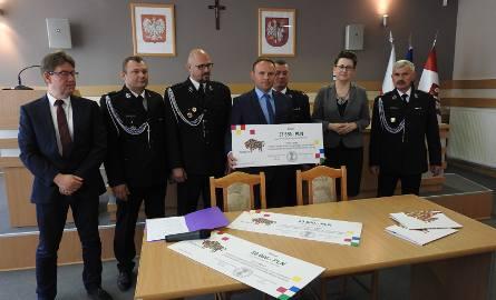 Do strażaków ochotników z Gminy Łomża trafił czeka na kwotę 37 550 złotych