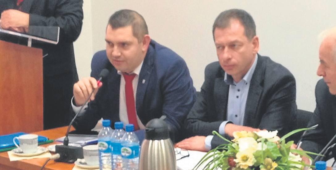 Wicestarosta Piotr Pakuszto(z lewej) i starosta Tomasz Hynda - konflikt w starostwie narasta