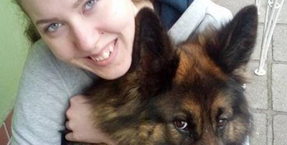 Arleta uwielbia czworonogi. Tresura psów sprawia jej przyjemność.