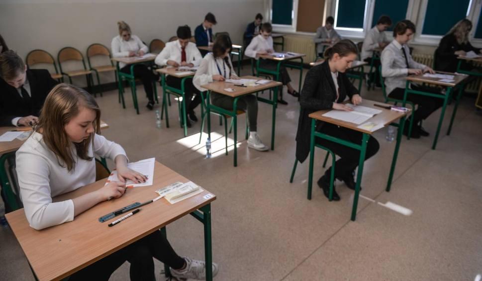 Film do artykułu: Egzamin ósmoklasisty 2019 MATEMATYKA ODPOWIEDZI, PYTANIA. Co było na egzaminie z matematyki? Opinie, komentarze [16.04.2019]