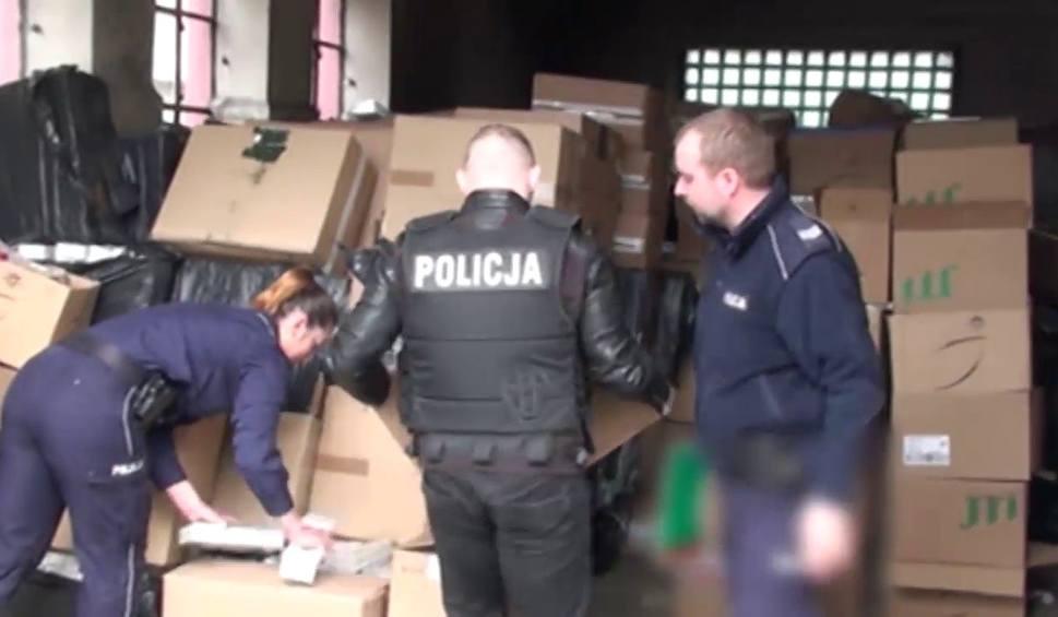 Film do artykułu: Policja znalazła 250 tys. nielegalnych papierosów i tytoń warte 3,5 mln zł